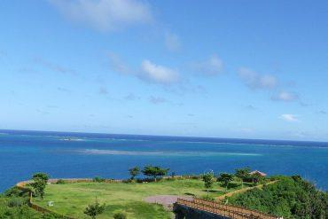 夏の沖縄の海